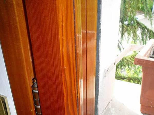 Restauro-verniciatura-smalto-serramenti-e-finestre-Parma